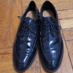 EUC Zara navy blue patent leather oxford